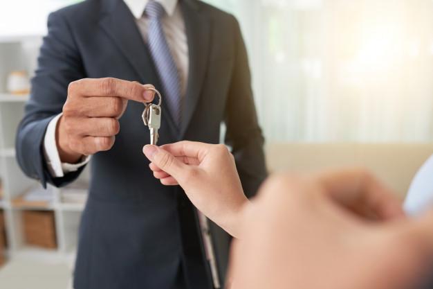Broker Giving Keys 1098 19812